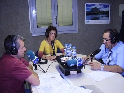 Antoni Ferraz, conversant amb Toñi Cabello i Pep Ribes