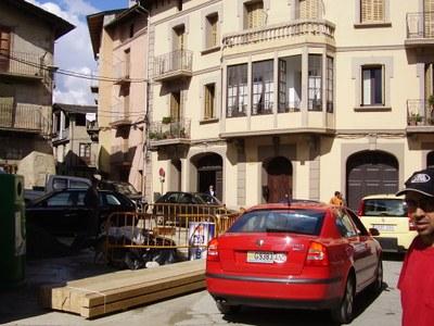Vehicles desviant-se per dins de Castellciutat