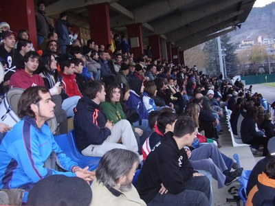 Públic al camp municipal de futbol